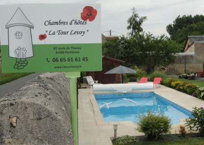 piscine chauffée avec chambres  d'hôtes